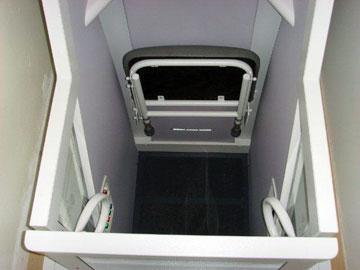 De standaard huisliften zijn voorzien van een comfortabele, opklapbare liftstoel